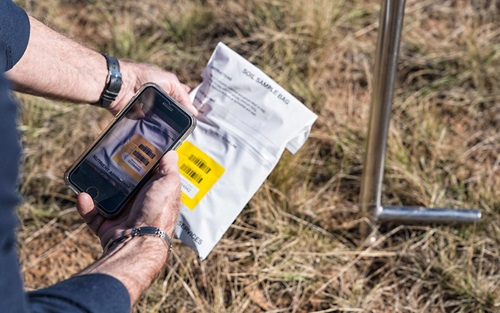 The new LabSTREAM app allows agronomists to log soil and tissue samples from mobile devices in the paddock, shown here by Nigel Bodinnar from Incitec Pivot Fertilisers.